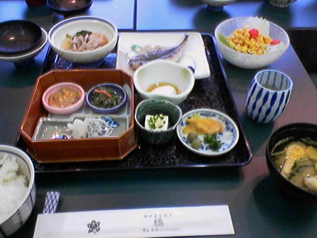 台風接近 箱根湯本 冷静に朝食