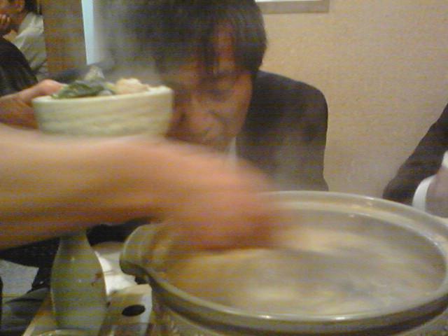 ほていさん アンコウ鍋を給仕する神の手
